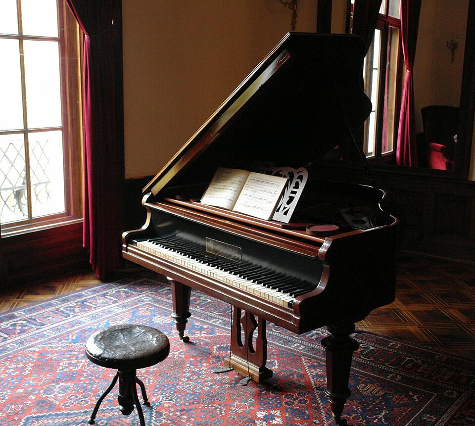piano in a dark room